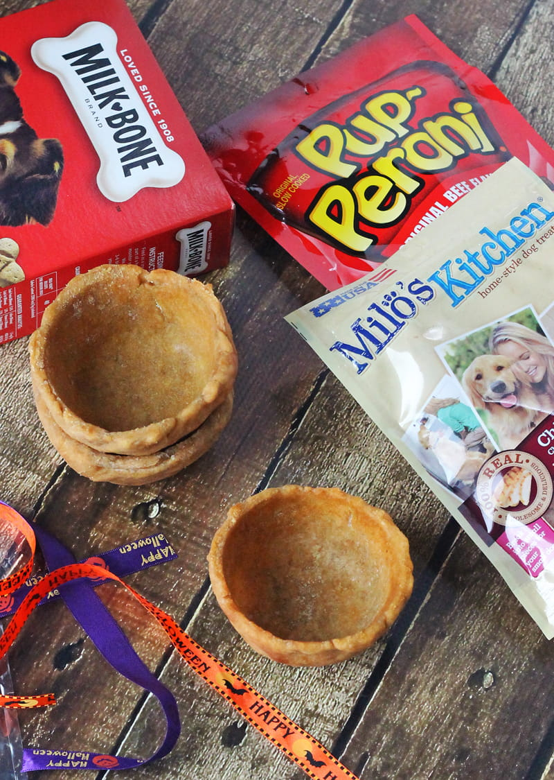 Homemade Halloween Doggie Edible Treat Bowls. Fill these homemade bowls with fun dog-safe treats for your furry neighbors this Halloween. They are easy to make and are sure to make tails wag!