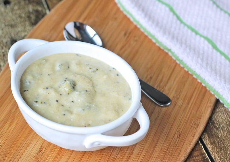 Gluten-free broccoli cheddar soup - this thick & filling soup is full of great flavor & will warm you from the inside out.