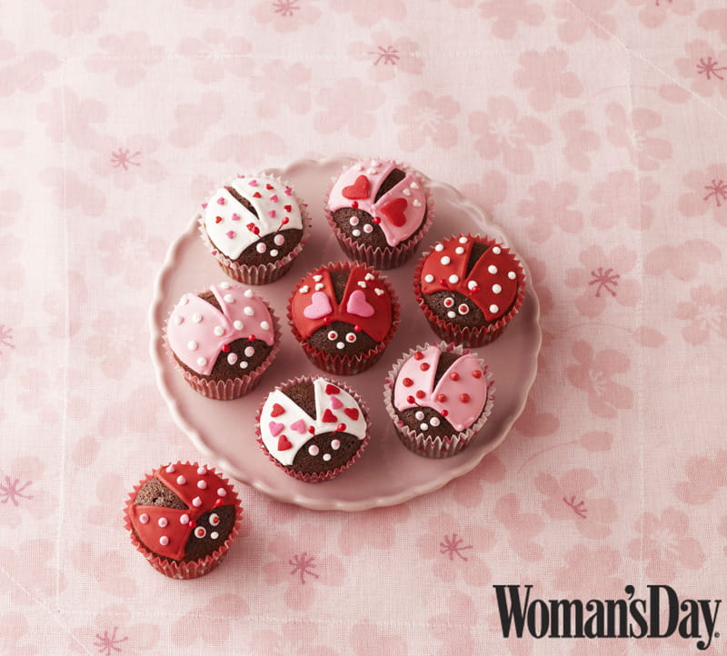Valentine's Day Lovebug Cupcakes - these adorable mini cupcakes are made with love, easy to make, and super fun to share.