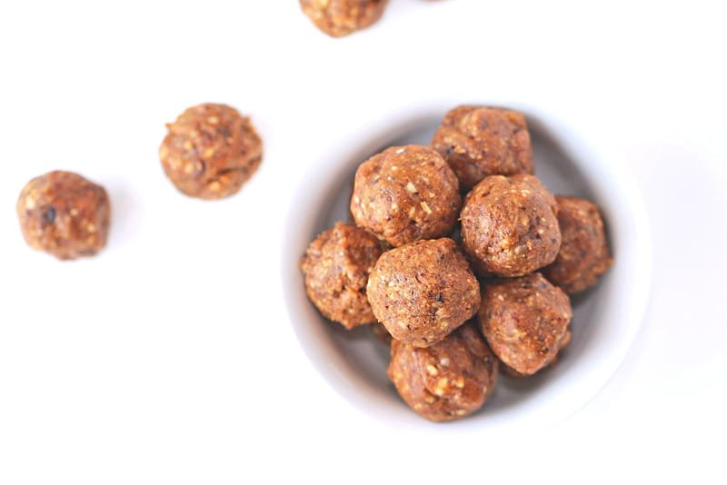 Cinnamon Vanilla Snack Balls - these easy to make snacks are healthy and delicious and easy to take with you on-the-go. They are kid-friendly and fun!