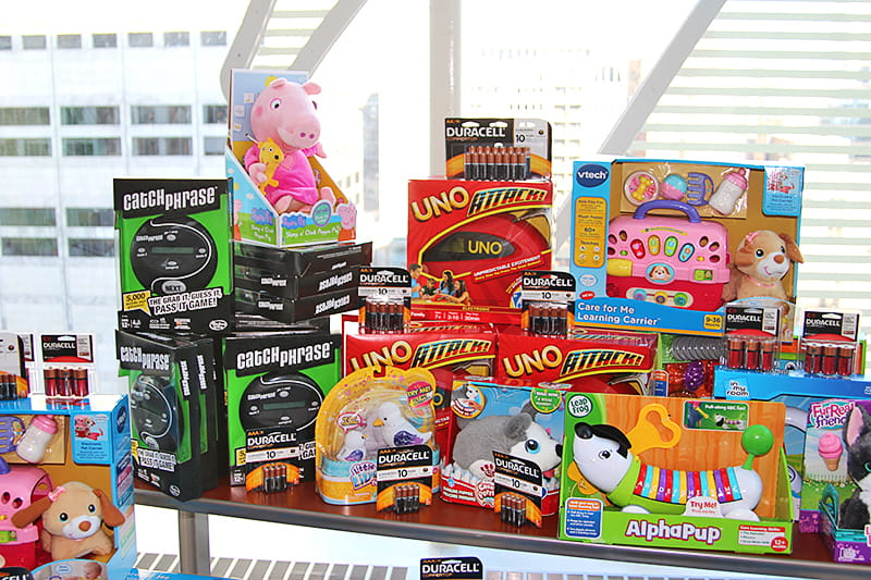 Duracell Powers Play for Children Who Need it Most - Duracell partnered with Children's Miracle Network Hospitals to donate toys and batteries to kids in hospitals across the country. See the Chicago gift drop at the Ann & Robert H. Lurie Children's Hospital.