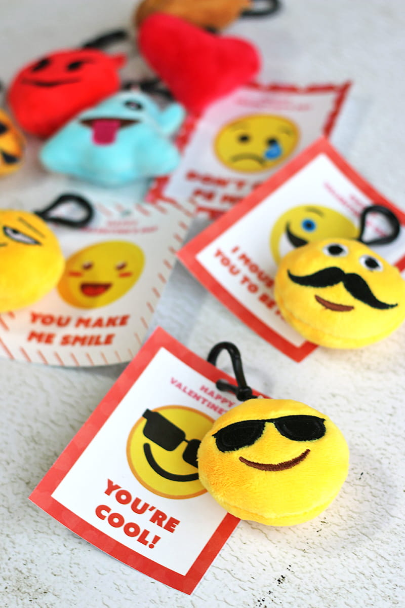 Emoji Printable Valentine's Day Cards - FREE printable emoji Valentine's Day Cards. Print and hand out, or attach a mini emoji plush keychain to each card.