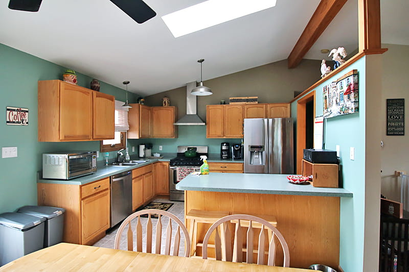 Why I Rely on the Power of Nature to Keep My Kitchen Clean - you don't need harsh chemicals to clean your kitchen. Natural cleaners can do just as good a job without harsh chemicals.