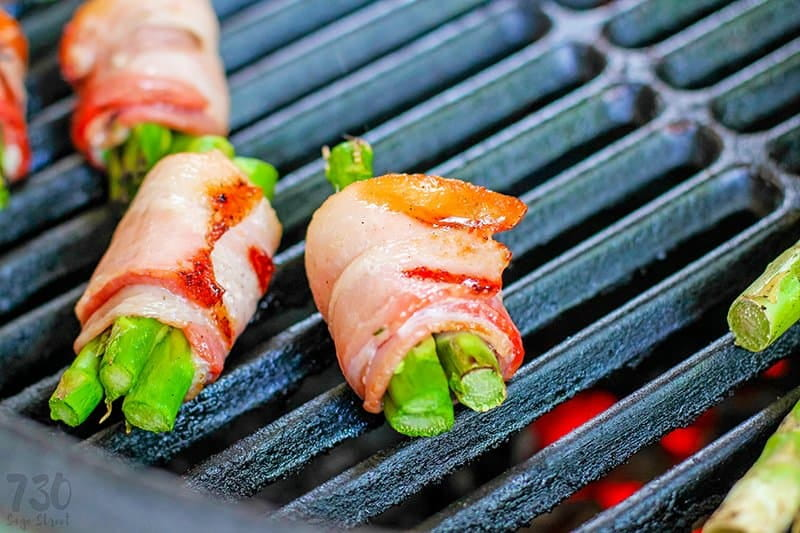 bacon wrapped asparagus on a grill