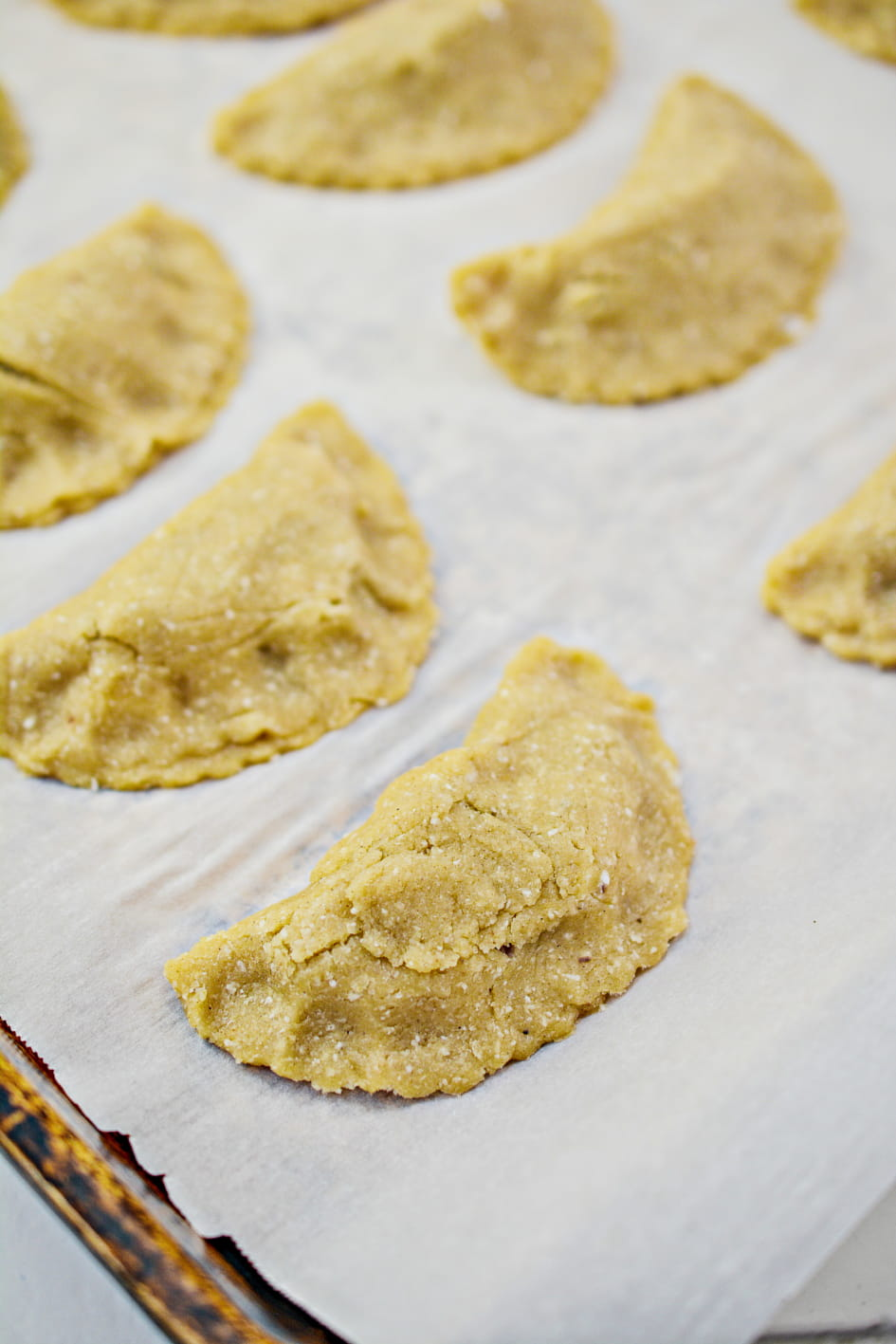 Empanadas on baking sheet ready for the oven